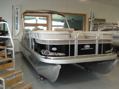 featured boat from moon marine